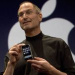 Steve-Jobs-with-first-iPhone--2007